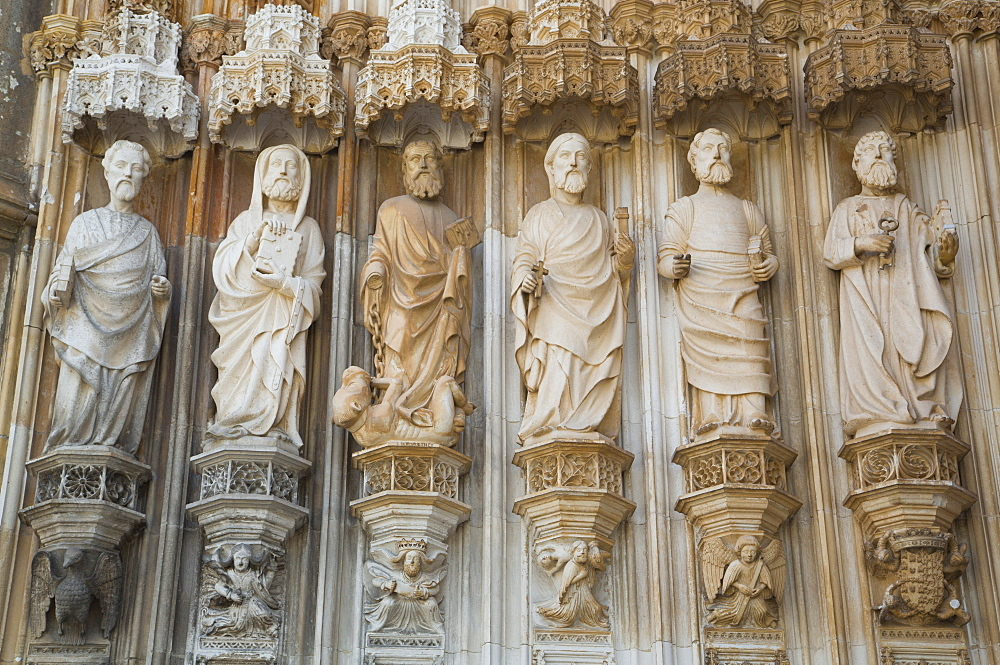 Figurines above west entrance, The Dominican Abbey of Santa Maria da Vitoria, UNESCO World Heritage Site, Batalha, Leiria District, Portugal, Europe