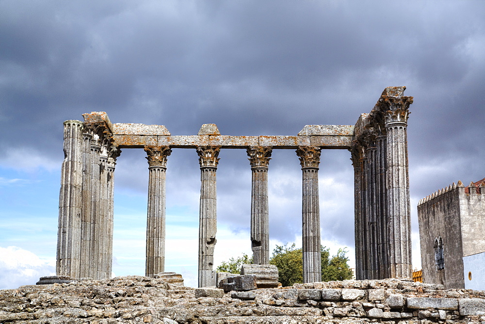 Roman Temple, Evora, UNESCO World Heritage Site, Portugal, Europe
