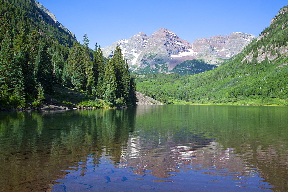 Maroon Lake and Maroon Bells Peaks in the background, Maroon Bells Scenic Area, Colorado, United States of America, North America