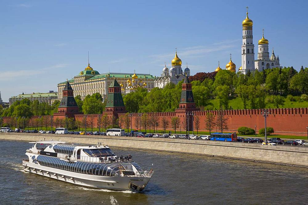 Tour Boat on Moscow River, The Kremlin, UNESCO World Heritage Site, Moscow, Russia, Europe