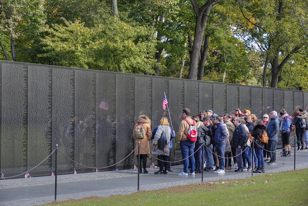 People at the Wall, Vietnam Veterans Memorial, Washington D.C., United States of America, North America - 801-2430