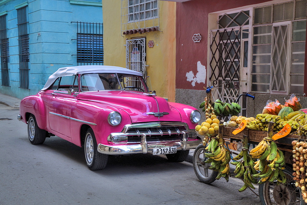 Classic Old Car, Old Town, UNESCO World Heritage Site, Havana, Cuba, West Indies, Caribbean, Central America