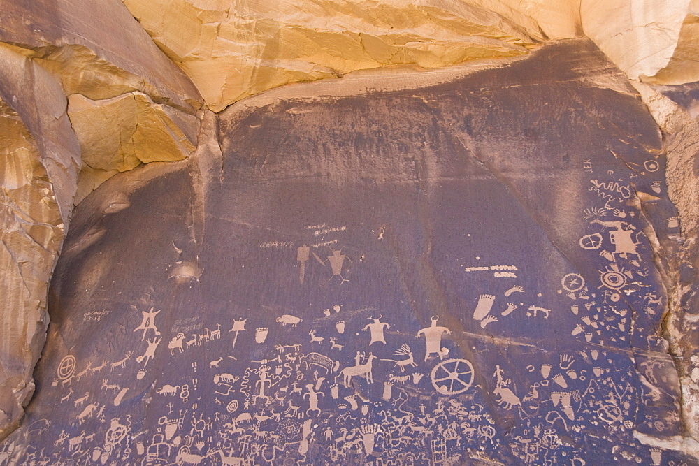 Indian petroglyphs, Newspaper Rock State Historical Monument, near Monticello, Utah, United States of America, North America