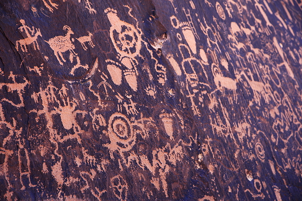 Ancient American Indian petroglyphs at Newspaper Rock, Indian Creek, Canyonlands National Park, Utah, United States of America, North America