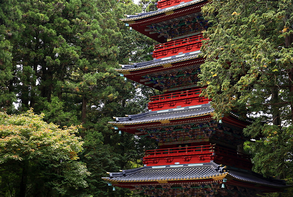 Pagoda outside the Tokugawa Mausoleum, Nikko, UNESCO World Heritage Site, Honshu, Japan, Asia - 802-320