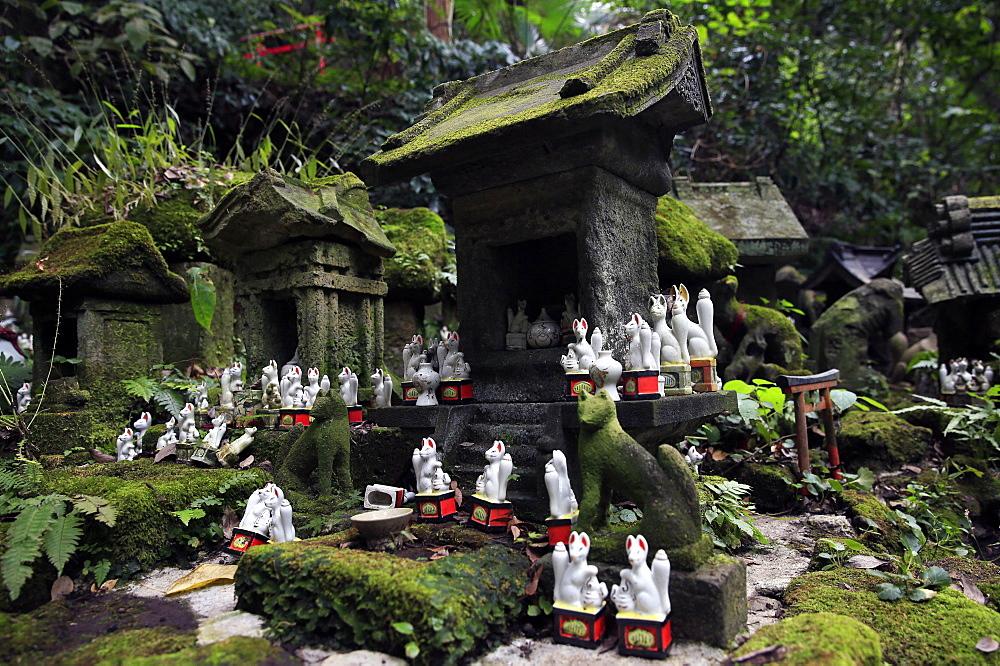 Shinto shrine in the Kamakura hills, Honshu, Japan, Asia - 802-324