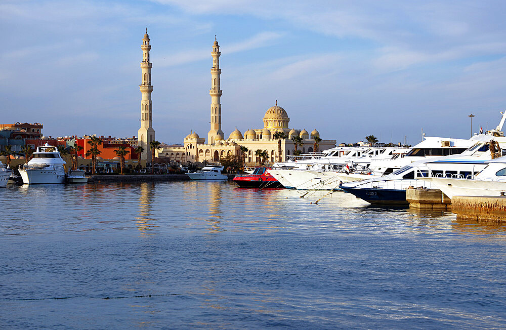 Mosque of El Mina Masjid and the marina, Hurghada, Egypt, North Africa, Africa