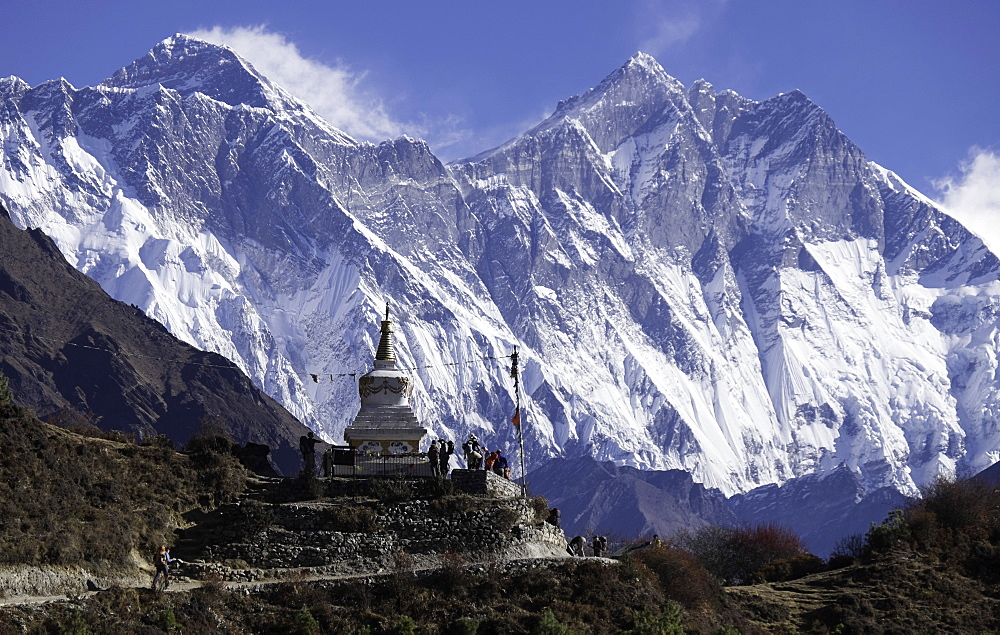 Tenzing Norgye Memorial Stupa with Mount Everest in the background on the right and Lhotse on the left, Himalayas, Nepal, Asia