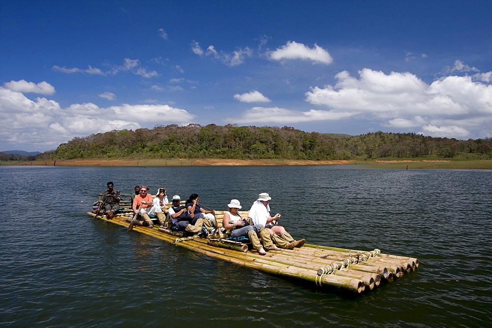 Bamboo rafting, Periyar Tiger Reserve, Thekkady, Kerala, India, Asia - 804-321
