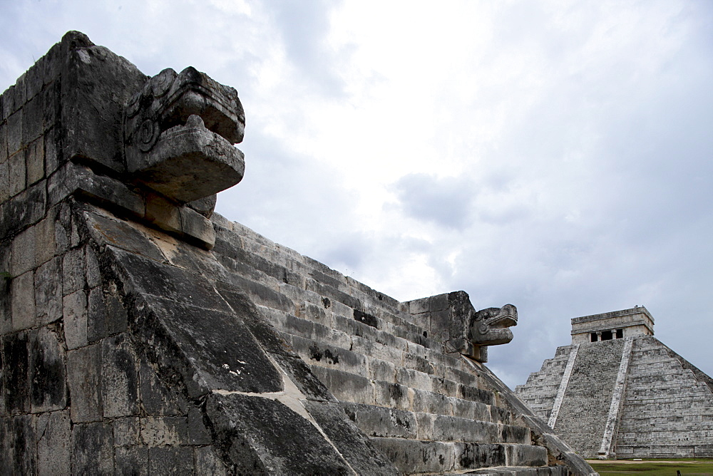 Venus platform with Kukulkan Pyramid in the background, Chichen Itza, UNESCO World Heritage Site, Yucatan, Mexico, North America - 804-391