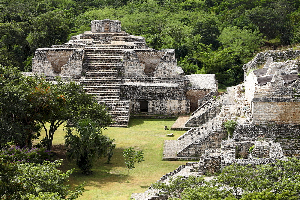 Oval Palace with the Twin Pyramids at the right, Mayan ruins, Ek Balam, Yucatan, Mexico, North America - 804-415