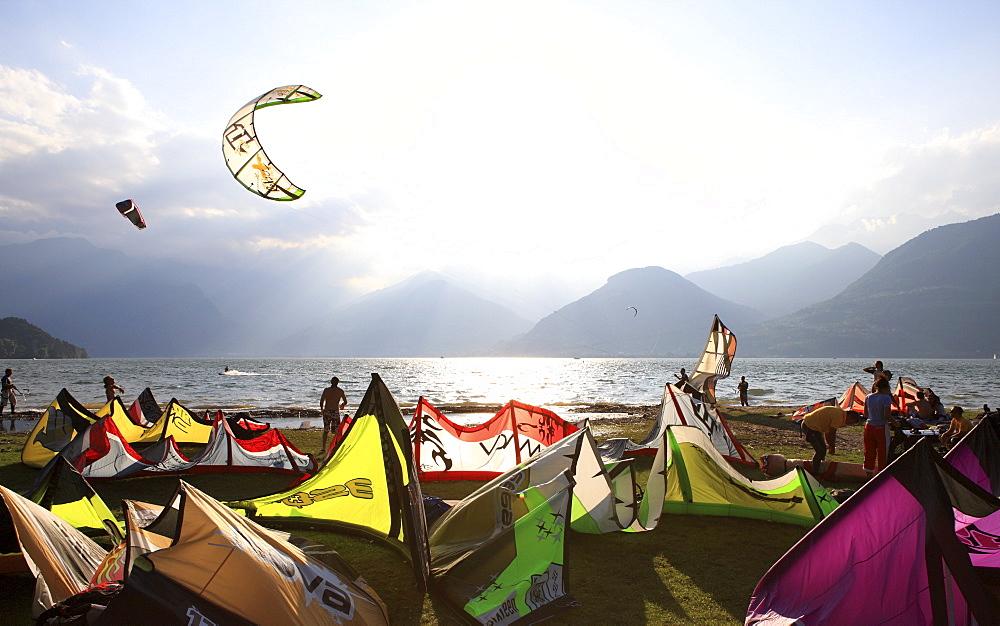 Kite surfers, Colico, Lake Como, Italian Lakes, Lombardy, Italy, Europe