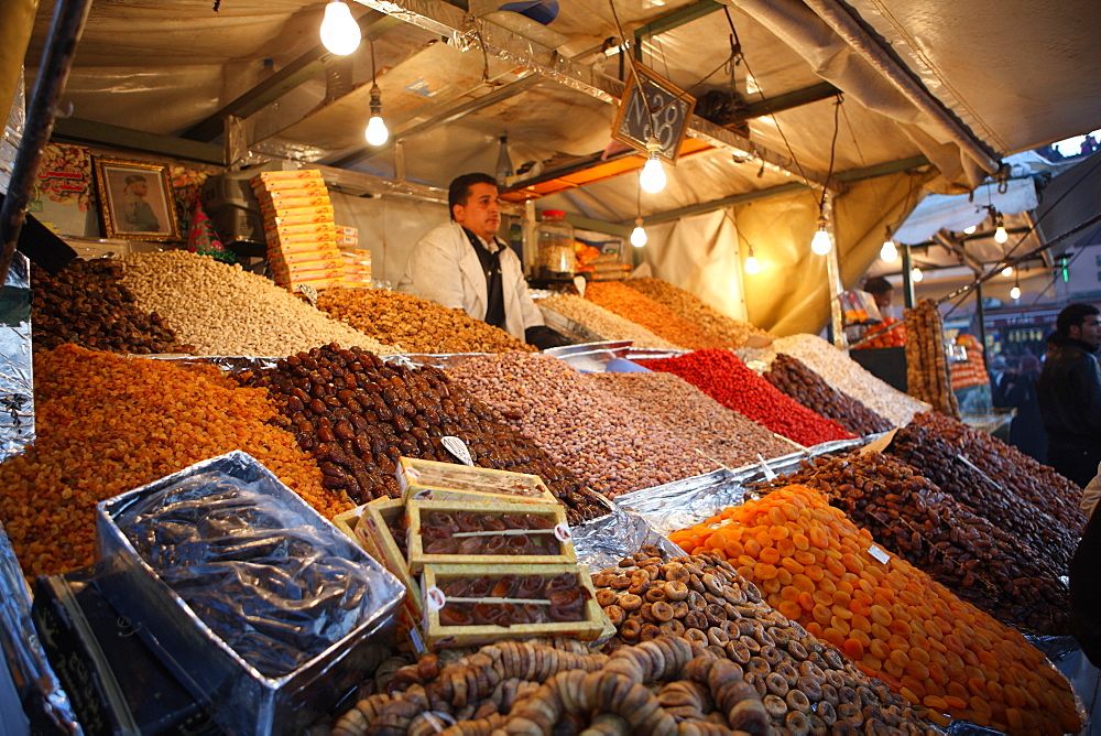 Dried fruit seller, Djemaa el Fna, Marrakech, Morocco, North Africa, Africa - 806-229