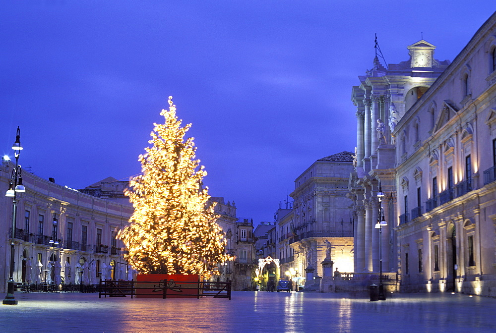 Duomo Square at Christmas, Ortygia, Siracusa, Sicily, Italy, Europe - 806-278