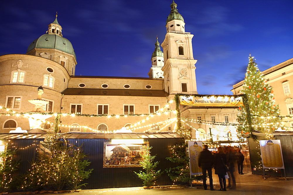 Christmas Market and Salzburg Cathedral, UNESCO World Heritage Site, Salzburg, Austria, Europe - 806-296