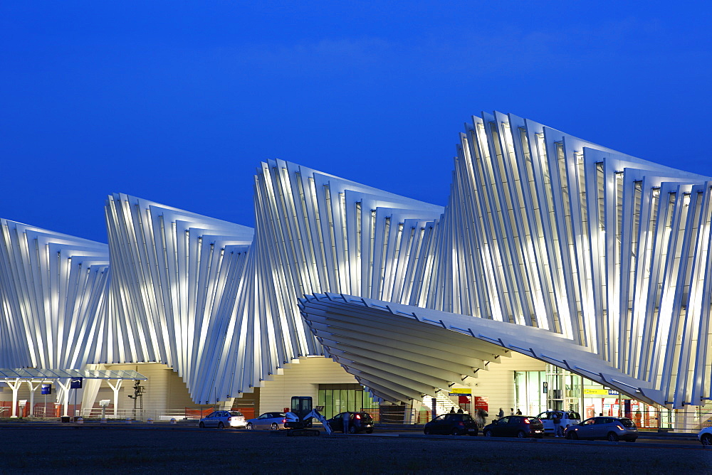 Train Station, designed by Santiago Calatrava, Reggio Emilia, Emilia Romagna, Italy, Europe - 806-335