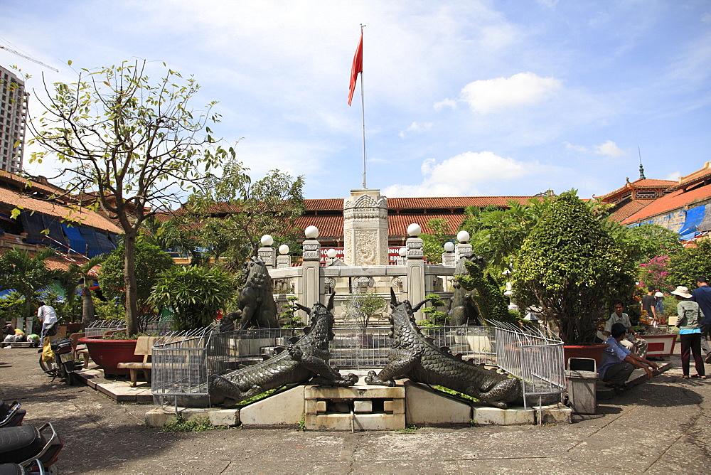 Courtyard, Binh Tay Market, Cholon, Chinatown, Ho Chi Minh City (Saigon), Vietnam, Indochina, Southeast Asia, Asia
