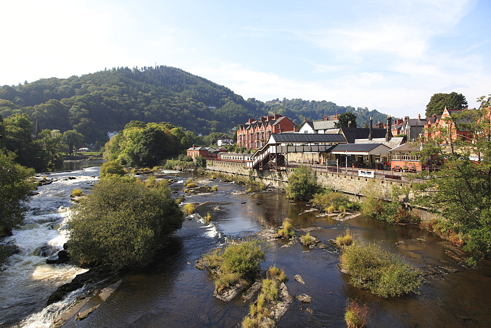 Llangollen, Dee River, Railway Station, Dee Valley, Denbighshire, North Wales, Wales, United Kingdom, Europe