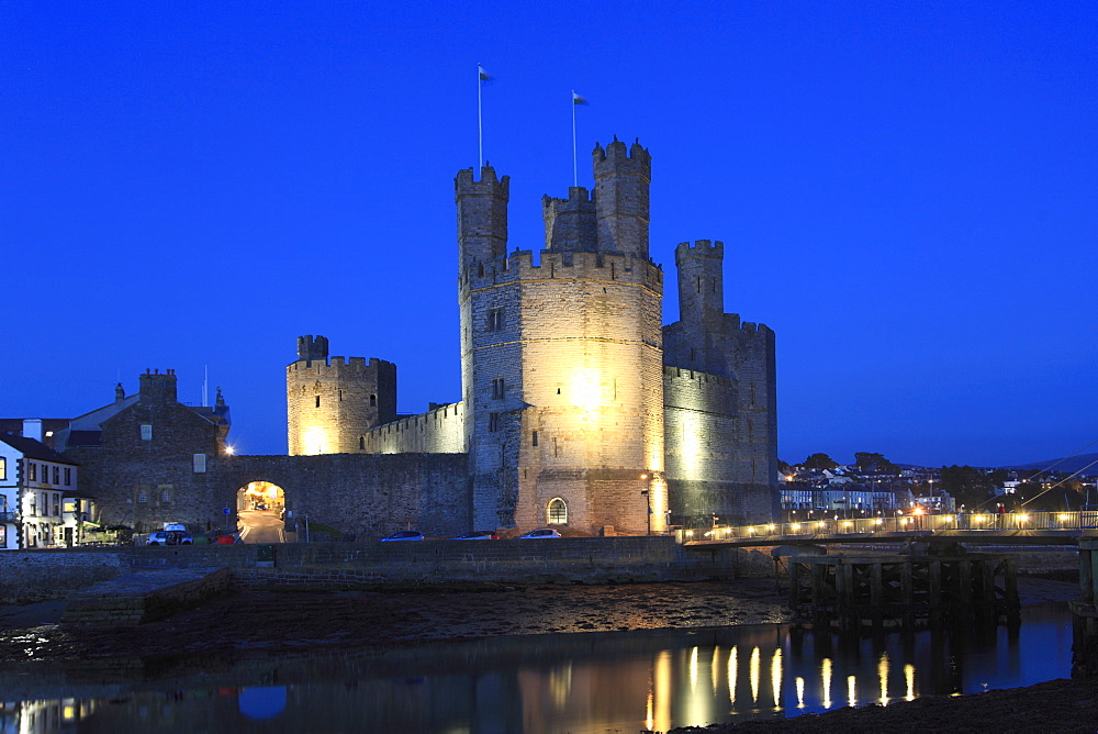 Caernarfon Castle at night, UNESCO World Heritage Site, Caernarfon, Gwynedd, North Wales, Wales, United Kingdom, Europe