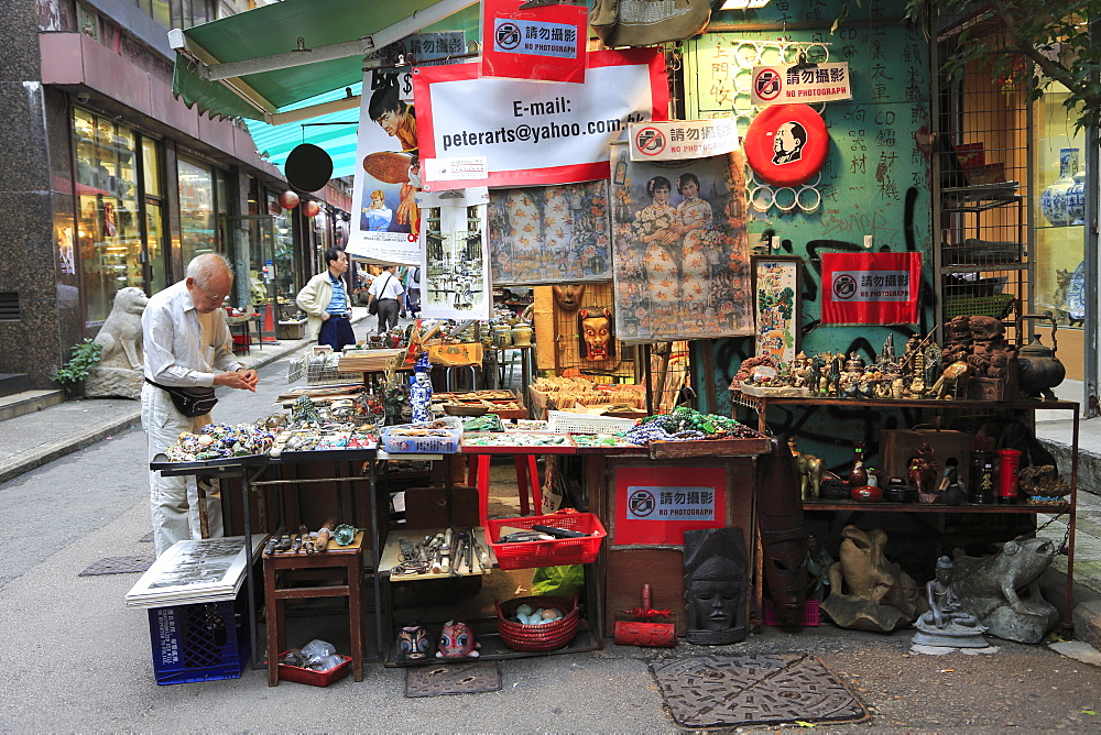 Cat Street Antiques Market, Upper Lascar Row, Sheung Wan, Hong Kong Island, Hong Kong, China, Asia