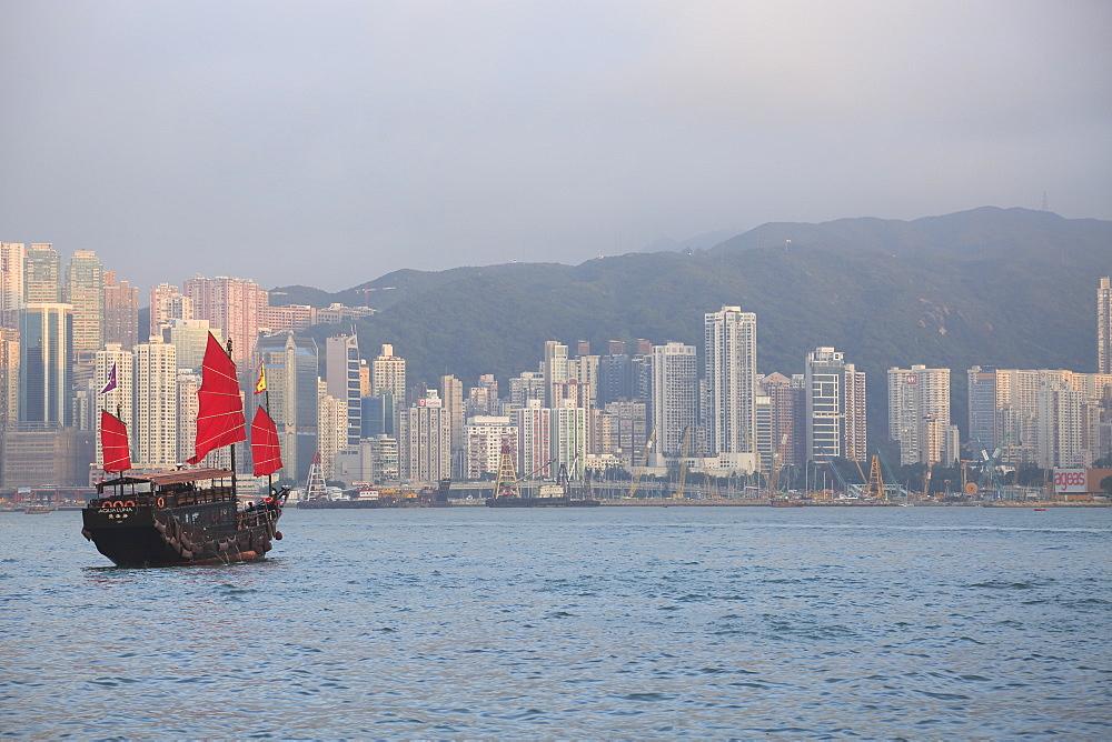 Chinese Junk, Victoria Harbour, Hong Kong Island, Hong Kong, China, Asia