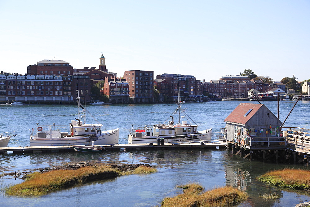 View of Portsmouth, New Hampshire from Kittery Maine, Piscataqua River, New England, United States of America, North America