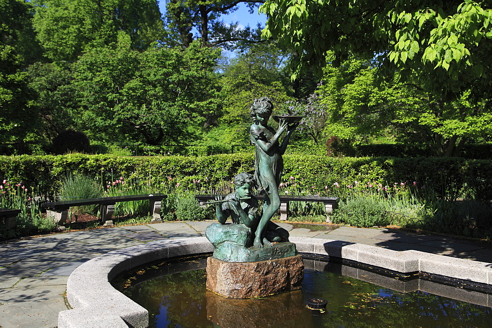 Secret Garden Fountain, dedicated to author Frances Hodgson Burnett, Conservatory Garden, Central Park, Manhattan, New York, USA