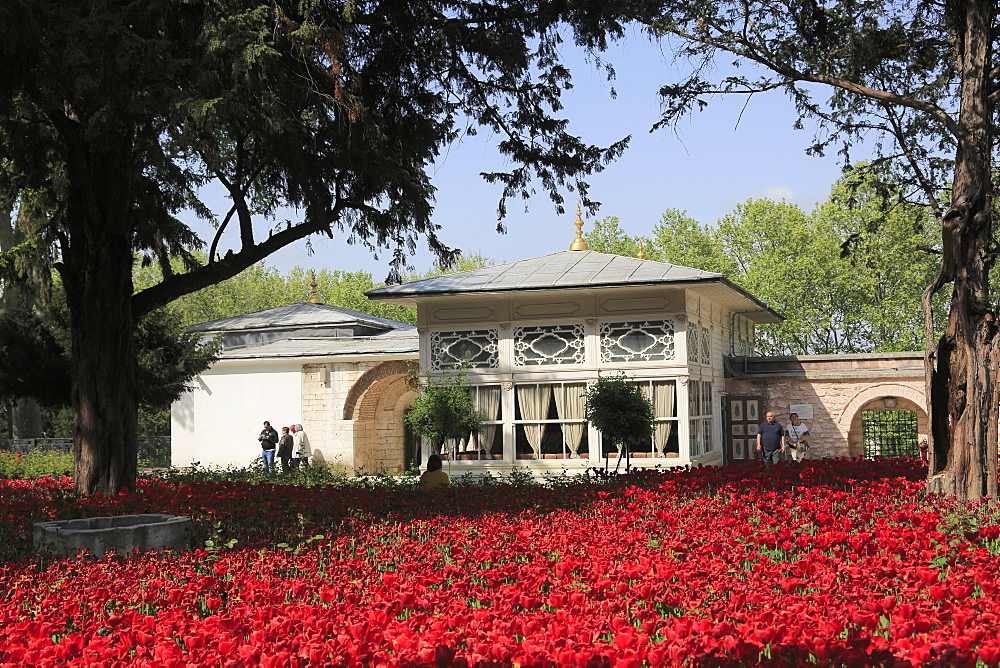 Terrace Kiosk, Tulip Garden, Fourth Courtyard, Topkapi Palace, UNESCO World Heritage Site, Istanbul, Turkey, Europe