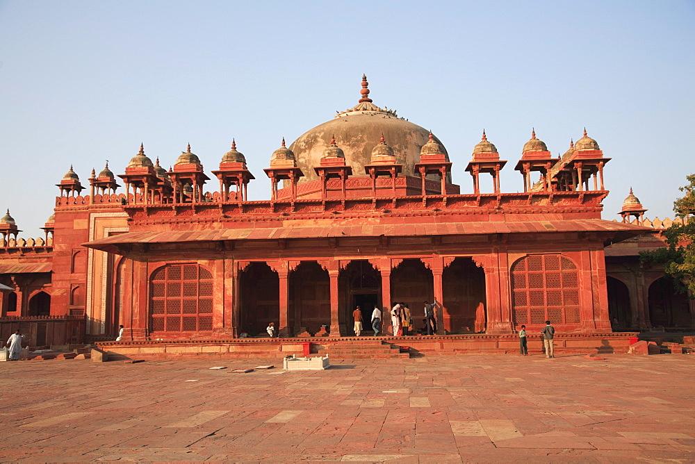 Tomb of Islam Khan, inner courtyard of Jama Masjid, Fatehpur Sikri, UNESCO World Heritage Site, Uttar Pradesh, India, Asia
