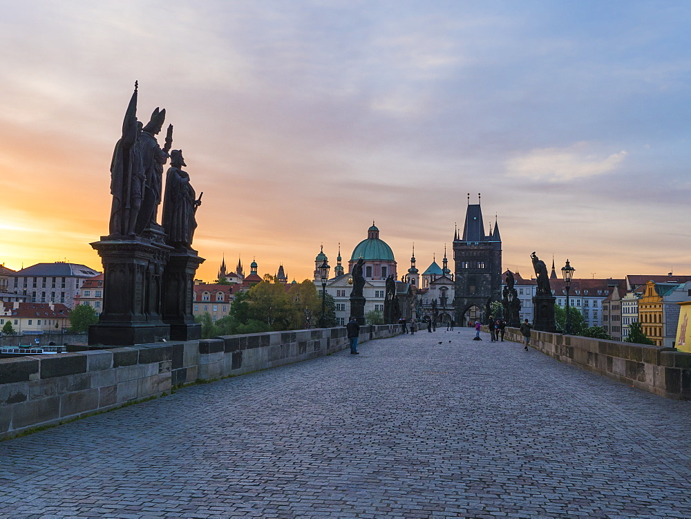 Charles Bridge in the early morning, UNESCO World Heritage Site, Prague, Czech Republic, Europe