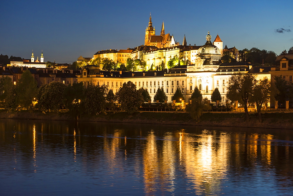 St. Vitus's Cathedral and Prague Castle illuminated at dusk, UNESCO World Heritage Site, Prague, Czech Republic, Europe