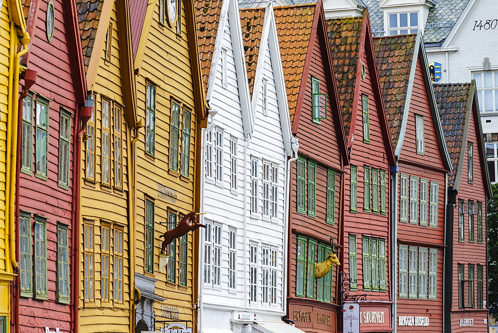 The wooden Hanseatic merchants buildings of the Bryggen, an ancient fjordside wharf, now a major tourist attraction, UNESCO World Heritage Site, Bergen, Norway, Scandinavia, Europe - 808-1601
