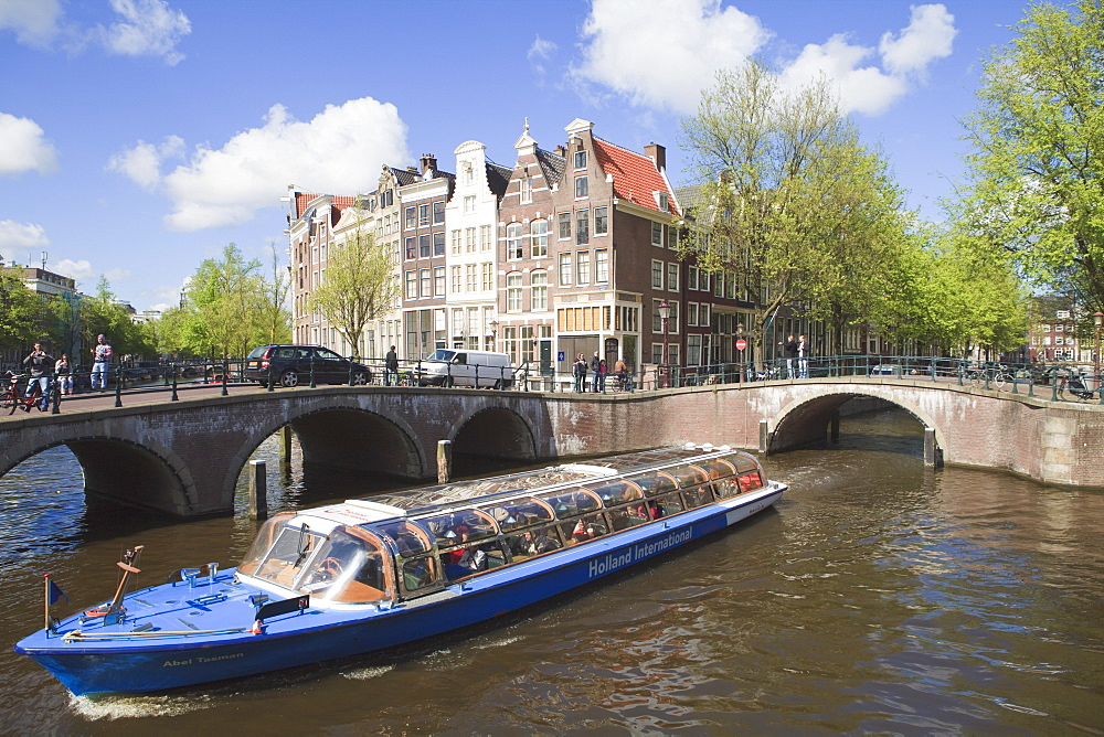 Cruise boat on the Keizersgracht, Amsterdam, Netherlands, Europe