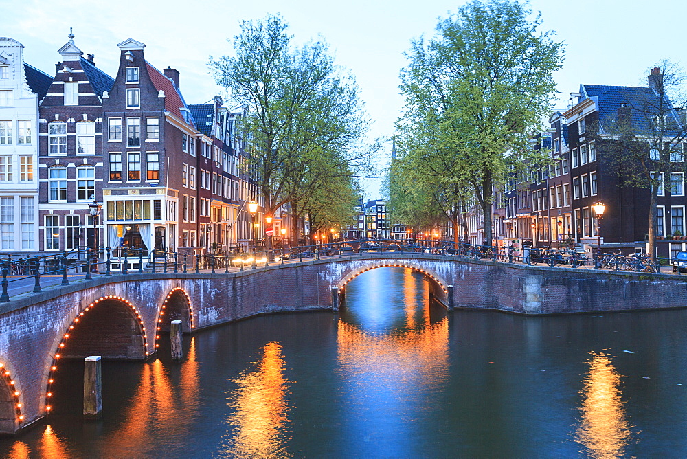 Keizersgracht and Leidsegracht canals at dusk, Amsterdam, Netherlands, Europe