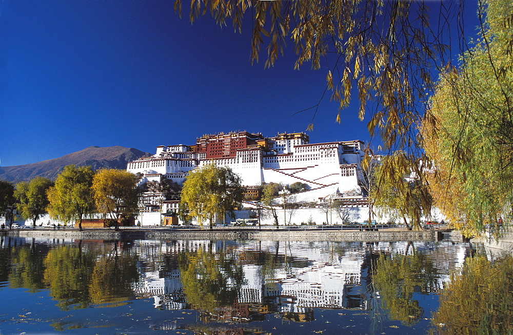 Potala Palace in Lhasa, UNESCO World Heritage Site, Lhasa, Tibet, China, Asia