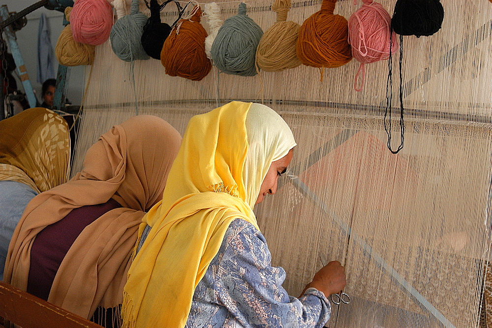 Carpet weavers, Djerba, Medenine, Tunisia, North Africa, Africa