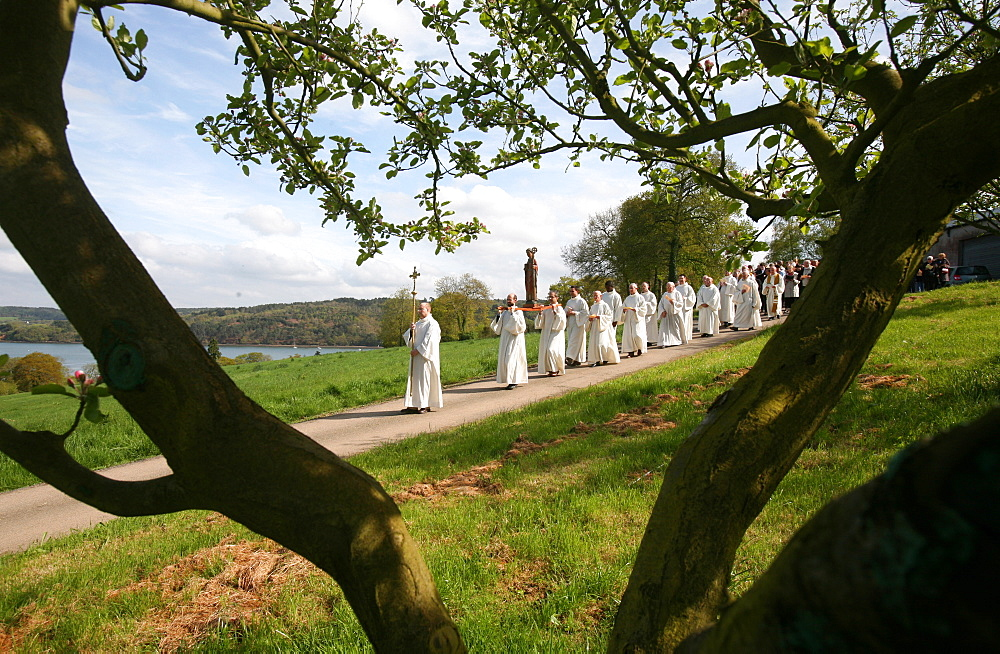 St.-Guenole procession at Landevennec abbey, Landevennec, Finistere, Brittany, France, Europe
