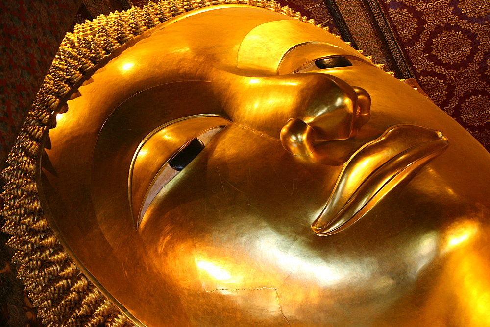 Reclining Buddha in Wat Po temple, Bangkok, Thailand, Southeast Asia, Asia