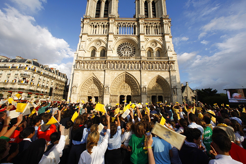 Crowds cheering Pope Benedict XVI outside Notre Dame cathedral, Paris, France, Europe