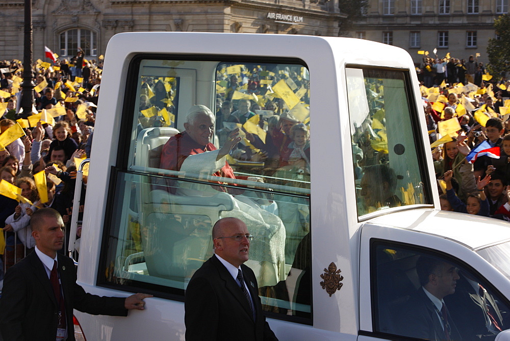 Crowd cheering the Pope during Pope Benedict XVI 's visit to Paris, France, Europe