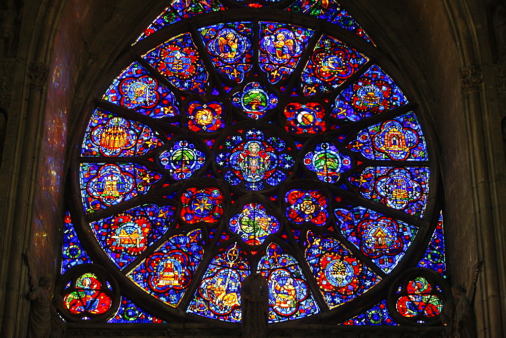 The 18th century rose window dedicated to Mary, Reims Notre Dame Cathedral, UNESCO World Heritage Site, Reims, Marne, France, Europe