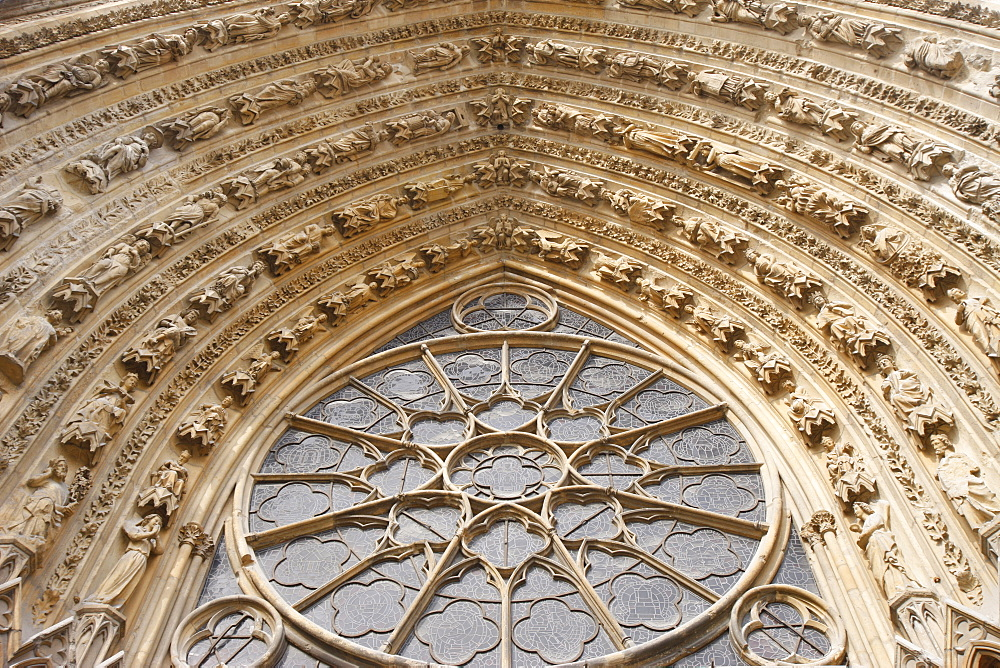 Mary's gate rose window, Reims Cathedral, UNESCO World Heritage Site, Reims, Marne, France, Europe