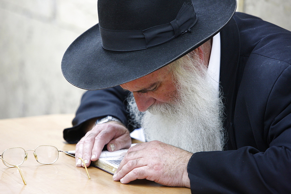 Orthodox Jew in the Mount Meron Synagogue, Meron, Galilee, Israel, Middle East