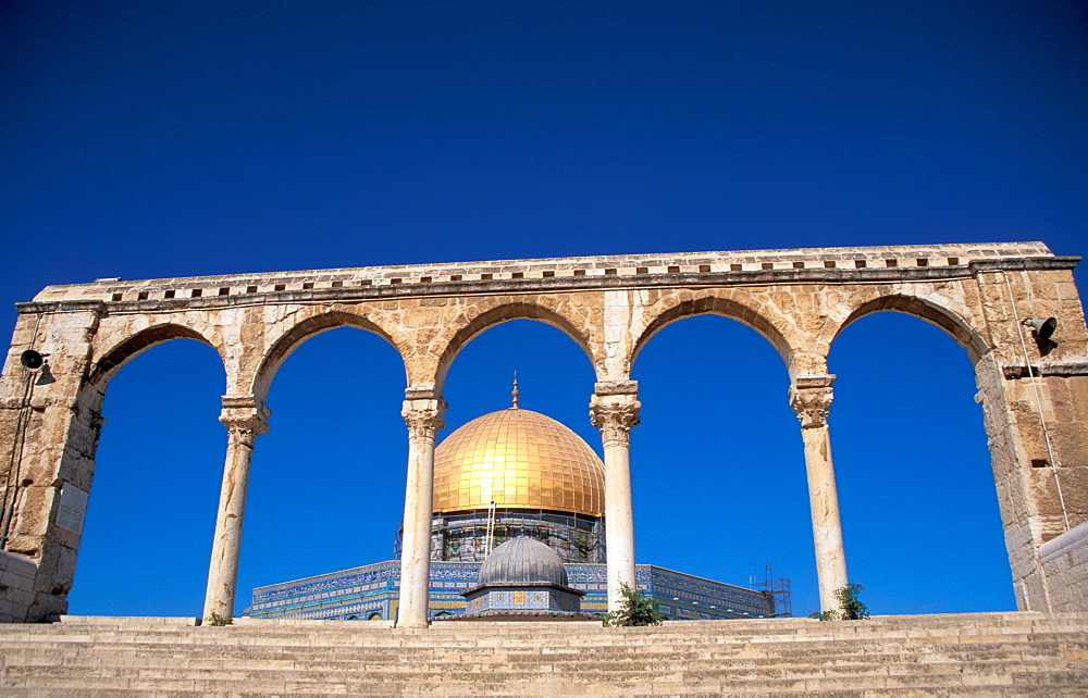 A Qanatir in front of the Dome of the Rock, UNESCO World Heritage Site, Old City, Jerusalem, Israel, Middle East