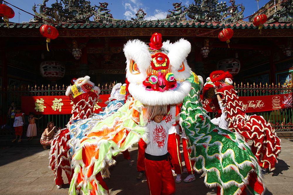 Lion dance performers, Chinese New Year, Quan Am Pagoda, Ho Chi Minh City, Vietnam, Indochina, Southeast Asia, Asia