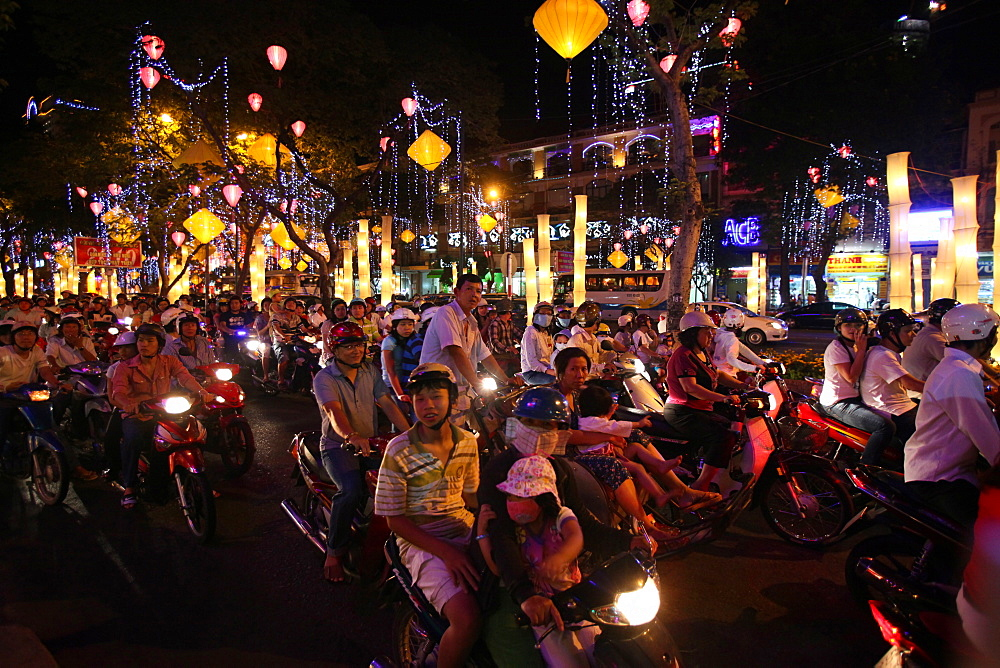 Rush hour moped commuters crowding street, Ho Chi Minh City, Vietnam, Indochina, Southeast Asia, Asia