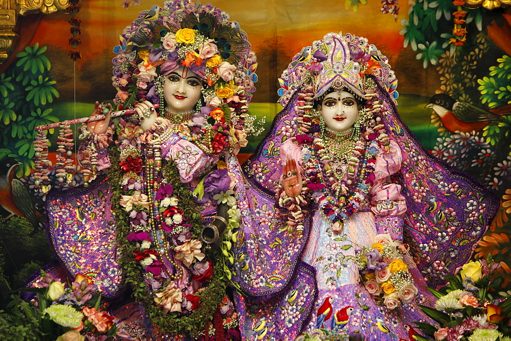 Krishna and Rada statues in Bhaktivedanta Manor ISKCON (Hare Krishna) temple, Watford, Hertfordshire, England, United Kingdom, Europe