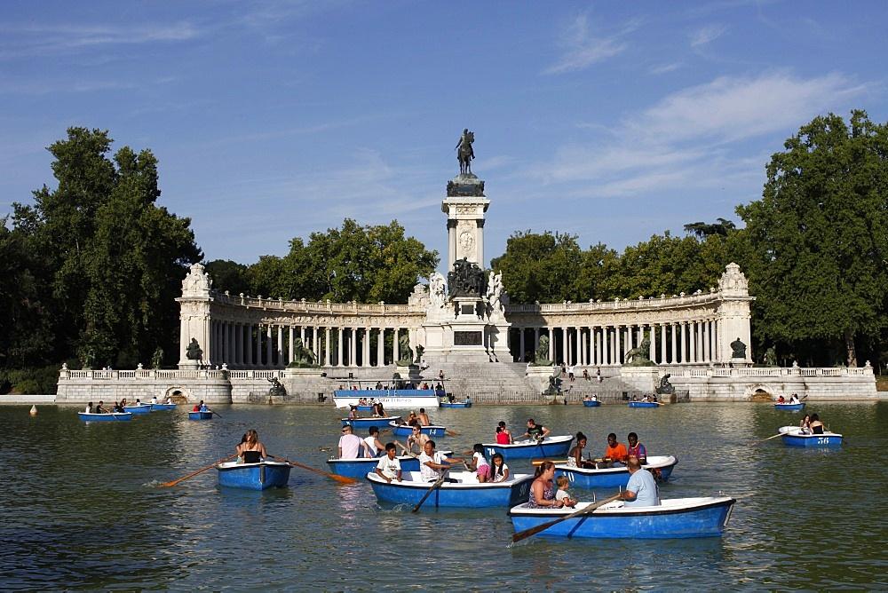 Boating on the lake in Retiro Park, Madrid, Spain, Europe
