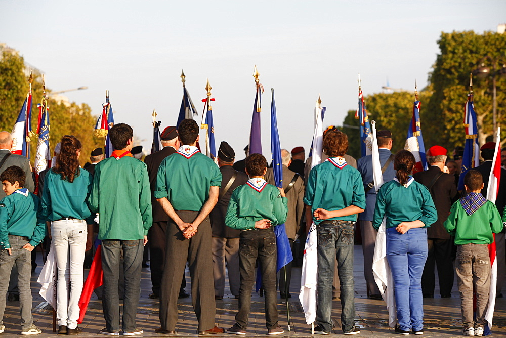 Muslim scouts at the Arc de Triomphe, Paris, France, Europe
