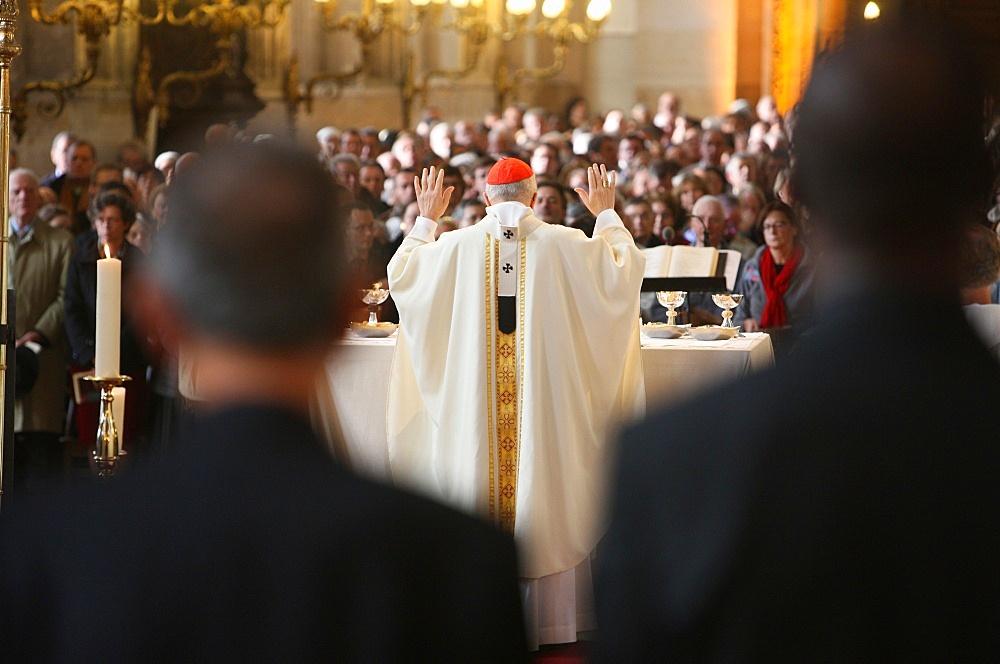 Archbishop celebrating Mass in Saint-Eustache church, Paris, France, Europe - 809-4646
